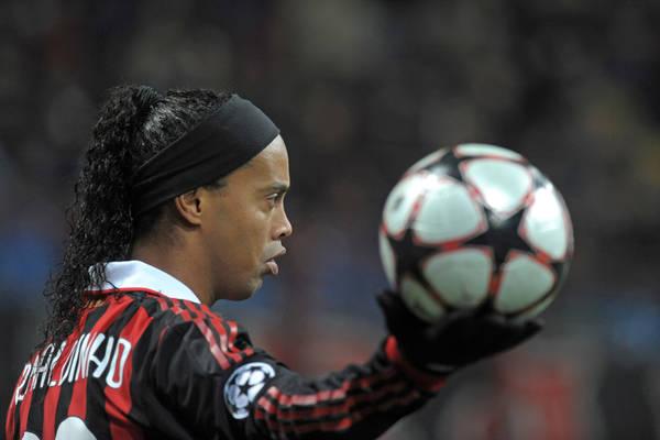 """Ronaldinho zakończył karierę piłkarską. """"Zrezygnował z dalszej gry, to koniec"""""""