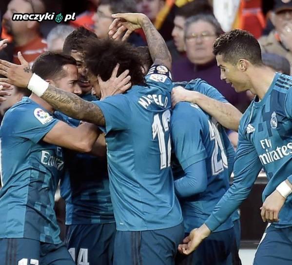 Trzeci gol Ronaldo w meczu z Valencią...