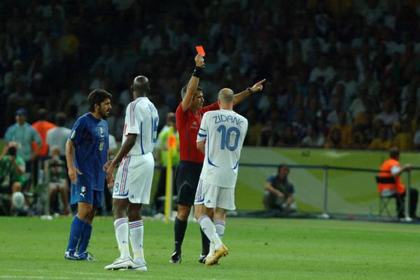 """Sędzia opowiada o pamiętnym ciosie Zidane'a. """"Kur***, uderzył z byka Materazziego, nie uwierzysz!"""""""