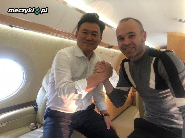 Andrés Iniesta już w drodze do Japonii