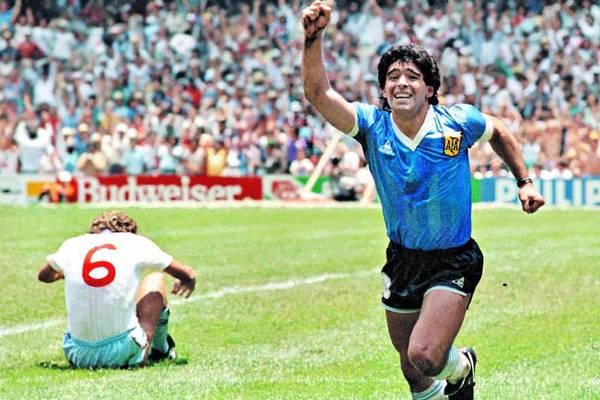 Dziesięć najbardziej pamiętnych momentów mundiali. Gole Maradony, główki Zidane'a i największa klęska w historii [VIDEO]