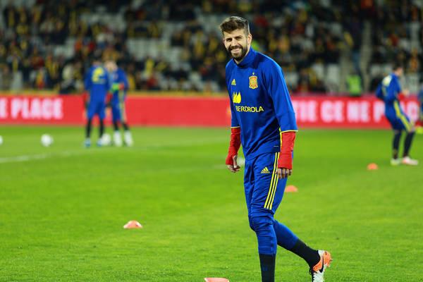 """Były trener Realu Madryt martwi się o Pique i Ramosa. """"To słaby punkt reprezentacji Hiszpanii"""""""