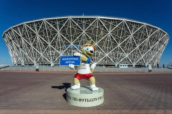 """Jeden z mundialowych stadionów już niszczeje. """"Tak kończy się budowa bez technologii, w pośpiechu i przy złodziejstwie"""" [VIDEO]"""