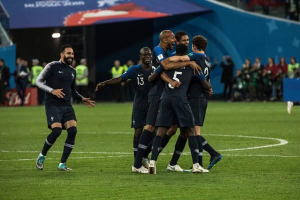 Skromne zwycięstwa Francji, Włoch i Brazylii