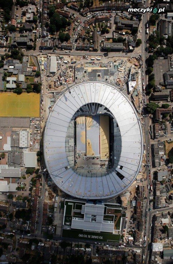 Stadion Tottenhamu jak deska klozetowa