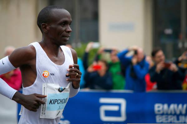 Nowy rekord świata w maratonie. Kapitalny bieg Eliuda Kipchoge!
