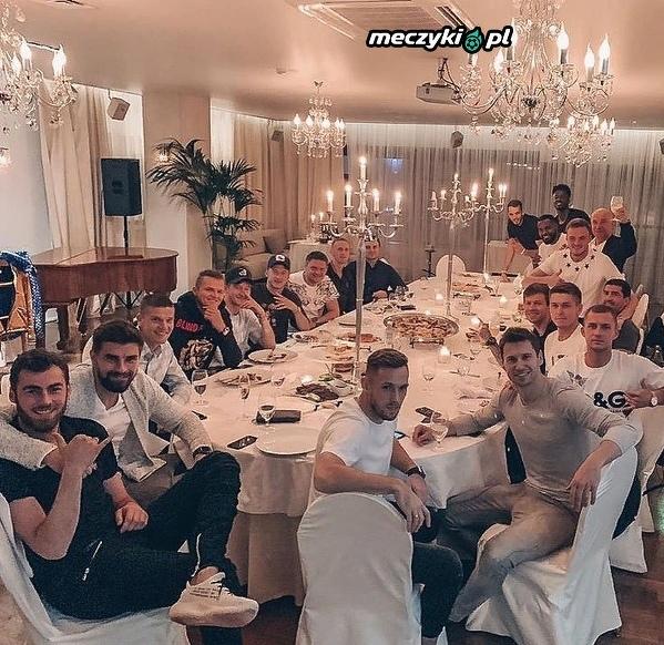 Rybus i Krychowiak wraz z drużyną świętowali zwycięstwo z Rostowem