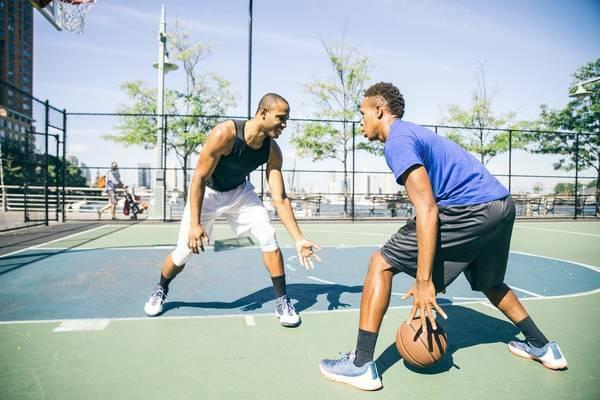 Na co należy zwracać uwagę przy typowaniu koszykówki. Typowanie przedmeczowe i zakłady live
