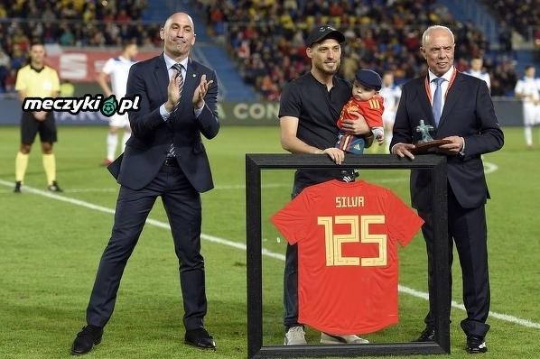David Silva przed meczem z Bośnią został uhonorowany za rozegranie 125 meczów w drużynie narodowej