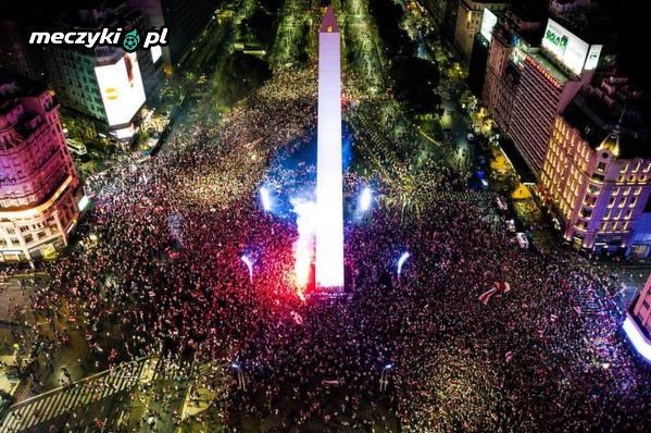 Kibice River Plate świętujący zwycięstwo w Copa Libertadores