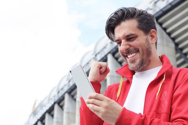 Obstawianie meczów piłki nożnej. Jak obstawiać mecze online żeby wygrywać? Na czym polega, zasady i jak zacząć obstawianie