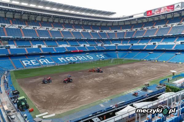 Wymiana murawy na Estadio Santiago Bernabeu