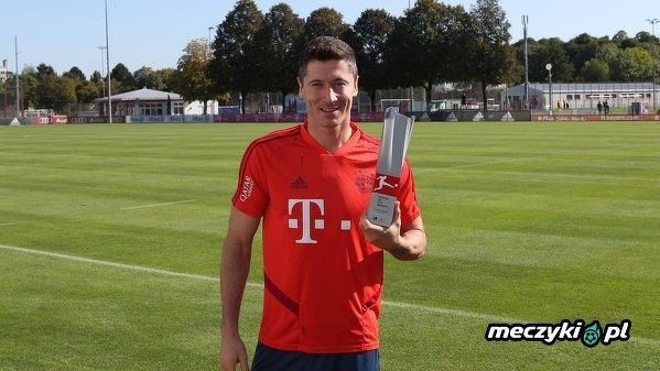 Robert Lewandowski z nagrodą dla Piłkarza Miesiąca w Bundeslidze