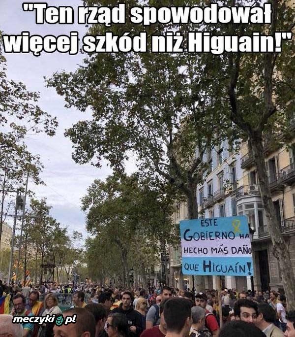 Nietypowy napis na transparencie w Barcelonie