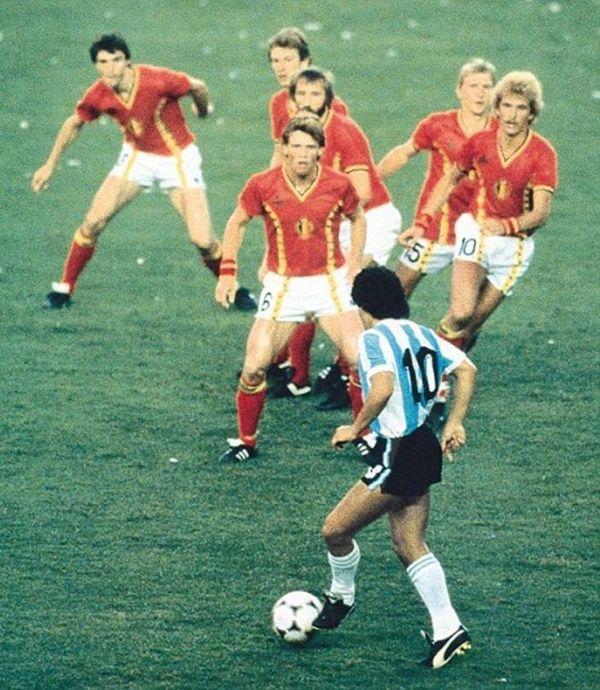 Maradona vs reprezentacja Belgii '82