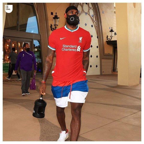 LeBron James w nowej koszulce Liverpoolu