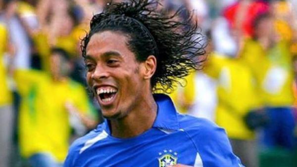 Jedna z najbarwniejszych postaci w historii futbolu, Ronaldinho, z pozytywnym wynikiem na koronawirusa