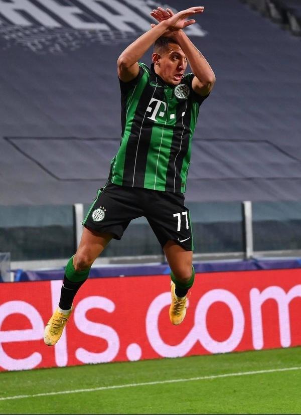 Cieszynka Ronaldo na stadionie Juventusu w wykonaniu... Myrto Uzuni z Ferencvarosu