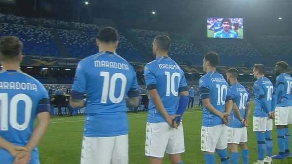 Każdy zawodnik Napoli miał dziś na sobie koszulkę nr 10 Diego Maradony