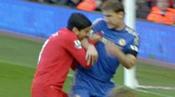 Tego dnia 8 lat temu Luis Suarez ugryzł po raz pierwszy