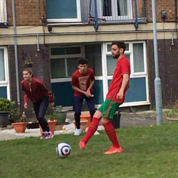 Bruno Fernandes postanowił wczoraj pograć chwilę z grupą kibiców Manchesteru United