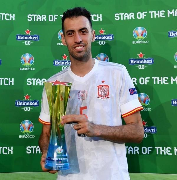Sergio Busquets piłkarzem meczu Słowacja - Hiszpania