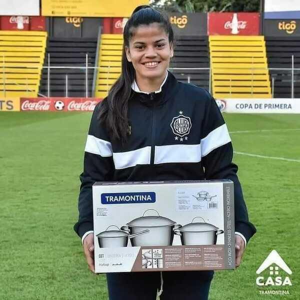 Nagroda dla najlepszej piłkarki meczu otrzymana przez jedną z zawodniczek w meczu ligi paragwajskiej
