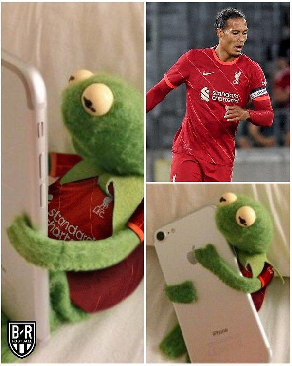Kibice Liverpoolu widząc grającego Van Dijka w meczu z Herthą
