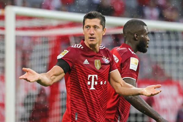 """""""Coś w tej maszynie nie trybi. Bayern może się obawiać"""". Wyboisty start drogi Bawarczyków po Ligę Mistrzów"""