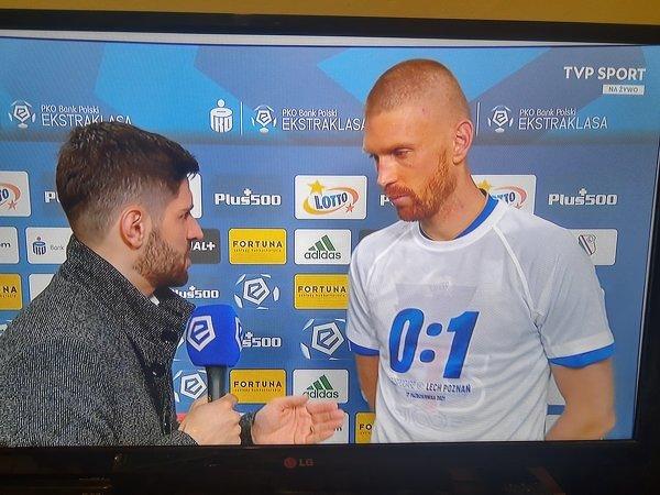 Tuż po meczu piłkarze Lecha Poznań ubrali specjalne koszulki dotyczące niedzielnego zwycięstwa