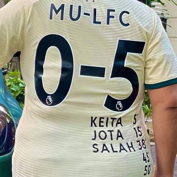 Kibic Liverpoolu sprawił sobie nową koszulkę