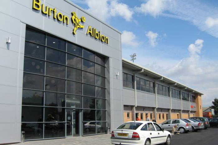 31-letni pomocnik na dłużej w Burton Albion
