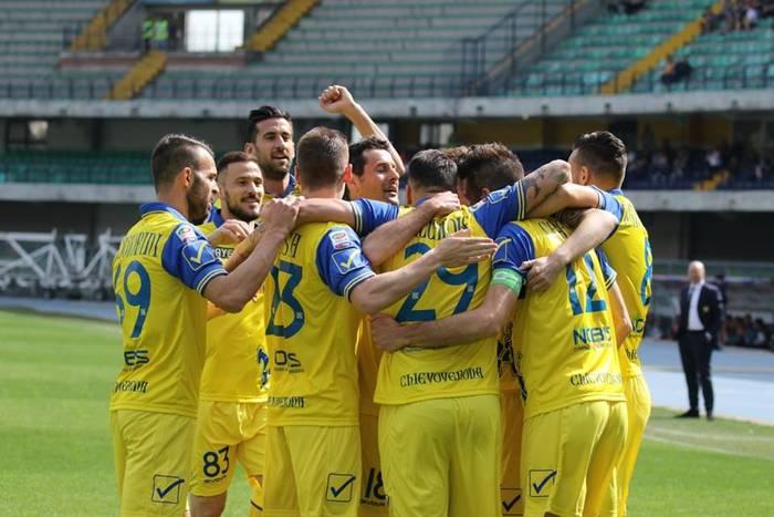 Dwaj obrońcy przedłużyli kontrakty z Chievo