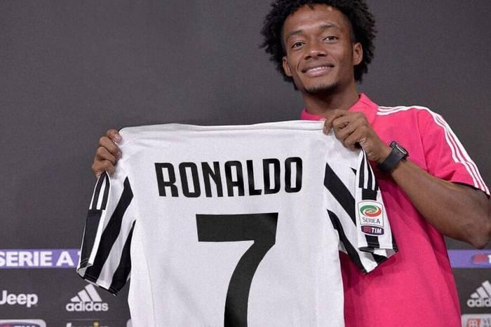 """Cuadrado oddał numer Ronaldo. """"Niech Bóg błogosławi tę koszulkę dla Ronaldo na tą nową przygodę z Juventusem"""""""
