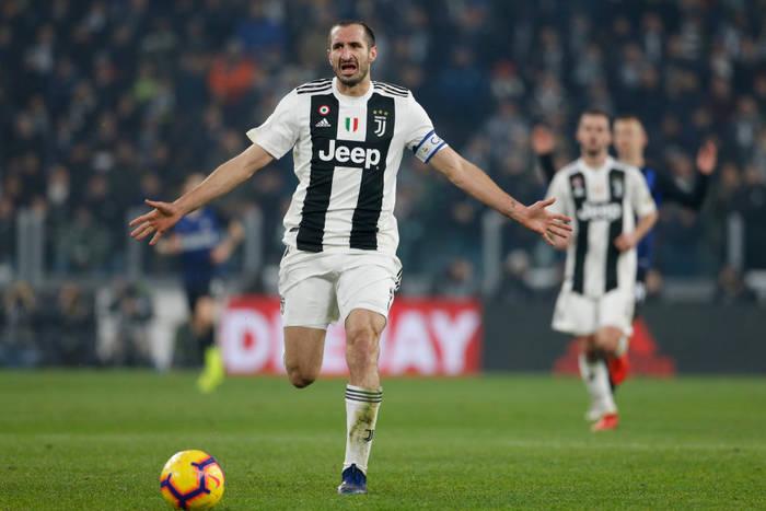 """Juventus już nie chce Giorgio Chielliniego? """"Małżeństwa są zawierane we dwoje"""""""