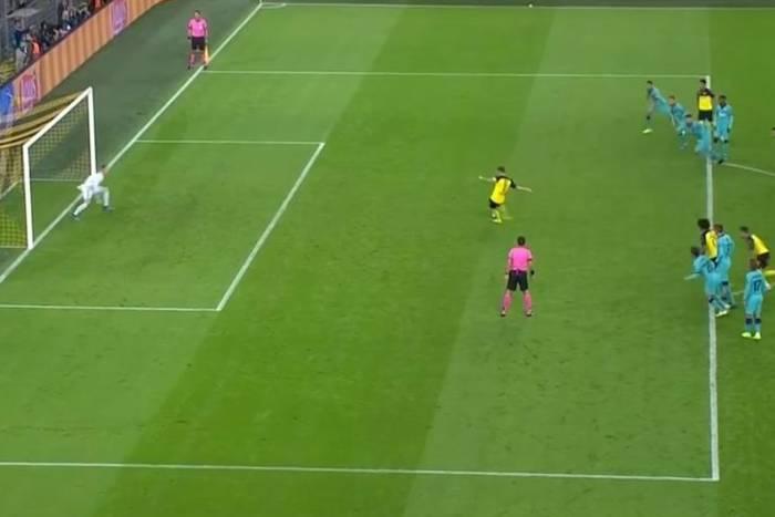"""Rzut karny w meczu Borussii Dortmund z FC Barceloną powinien zostać powtórzony?! """"Podwójne złamanie przepisów"""""""