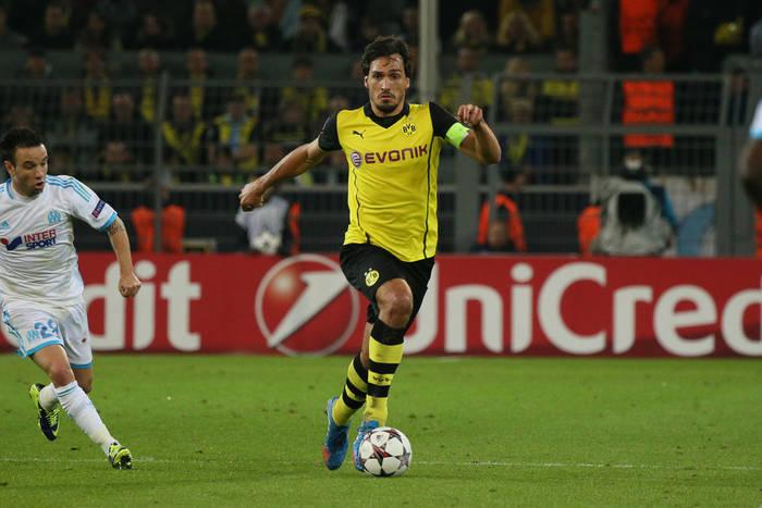 Hummels wyleciał z boiska, ale Borussia wygrała w Berlinie. Piszczek wszedł z ławki