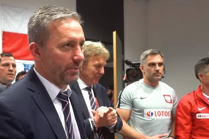 Tak polscy piłkarze świętowali awans na Euro 2020. Chóralne śpiewy i przemowa Brzęczka [WIDEO]