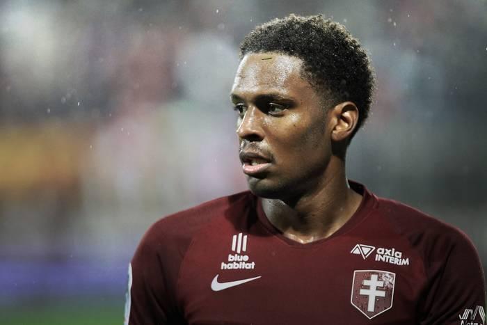 Piłkarze Metz mieli wypadek samochodowy. Jeden z nich jest poważnie ranny
