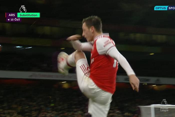 Arsenal rozbity przez Manchester City. Gniewna reakcja Mesuta Oezila  [WIDEO]