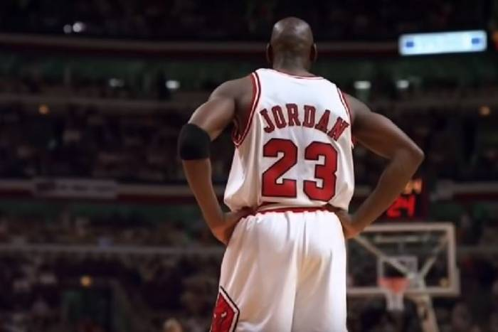 """""""Era NBA przed nim to była jedna wielka impreza"""". Michael Jordan, Chicago Bulls i kokainowy cyrk na kółkach"""