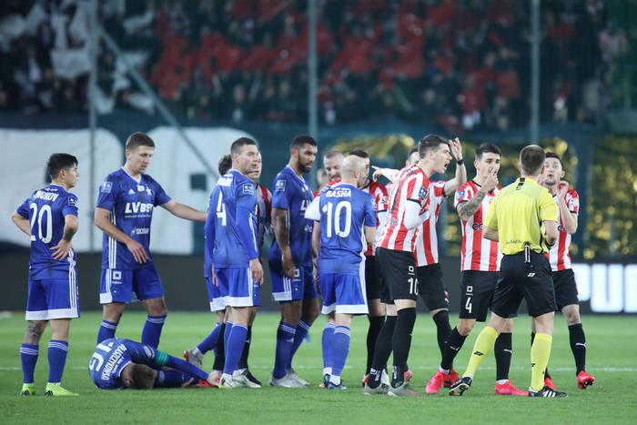 Rozbrajająca prośba do piłkarzy i trenerów klubów Ekstraklasy. Mają uważać na słowa