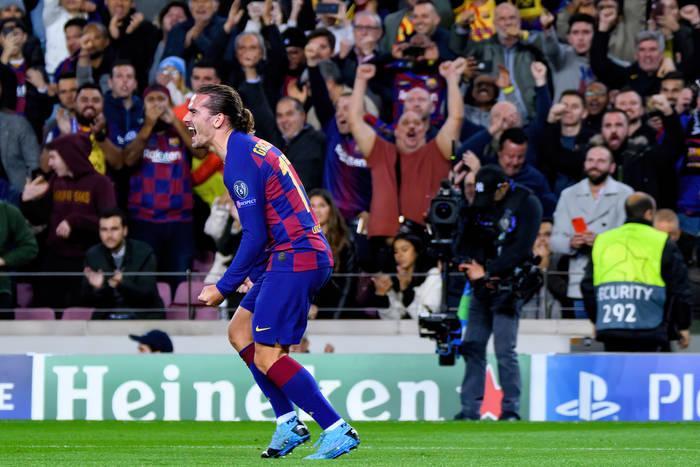 Media: Ośmiu piłkarzy na wylocie z FC Barcelony. Klub musi sprzedawać piłkarzy, by załatać budżet