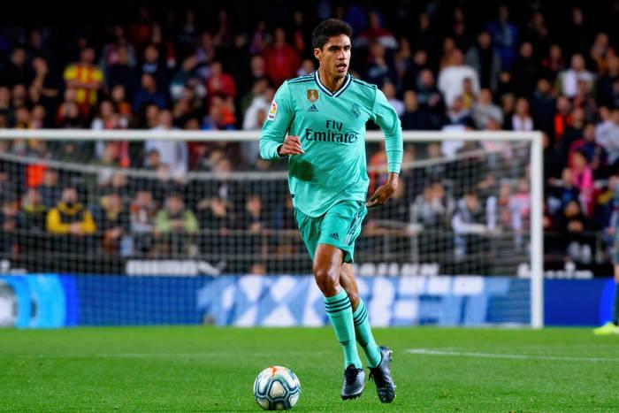Dlatego Varane jest bliski odejścia z Realu. Madryckie media ujawniają szczegóły