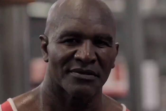 Evander Holyfield pokazał film z treningu. Walka z Mikiem Tysonem coraz bliżej? [WIDEO]