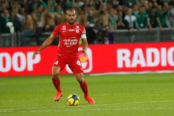 Ma już 42 lata, a wciąż gra w Ligue 1. Montpellier właśnie przedłużyło kontrakt z doświadczonym stoperem