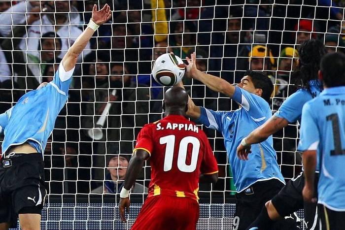 """""""Mała ręka Boga"""". Jak Luis Suarez został bohaterem narodowym Urugwaju"""