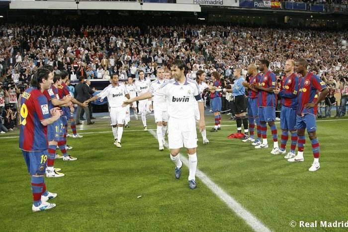 """""""Mogliby czyścić mu buty"""" i wojenka na linii Madryt-Barcelona. Nawet mistrzowskie szpalery wywołują emocje"""