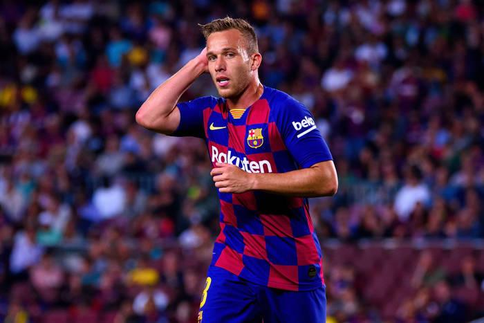 Arthur przyleciał do Barcelony na mecz Ligi Mistrzów z Napoli. Klub wyprosił go z Camp Nou