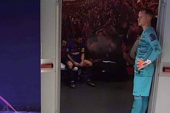 Apatia i pogodzenie z losem. Tak wyglądała szatnia FC Barcelony w przerwie meczu z Bayernem [WIDEO]